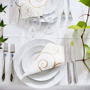 Romantiskt vitt blandas med accentfärgerna grönt och silver