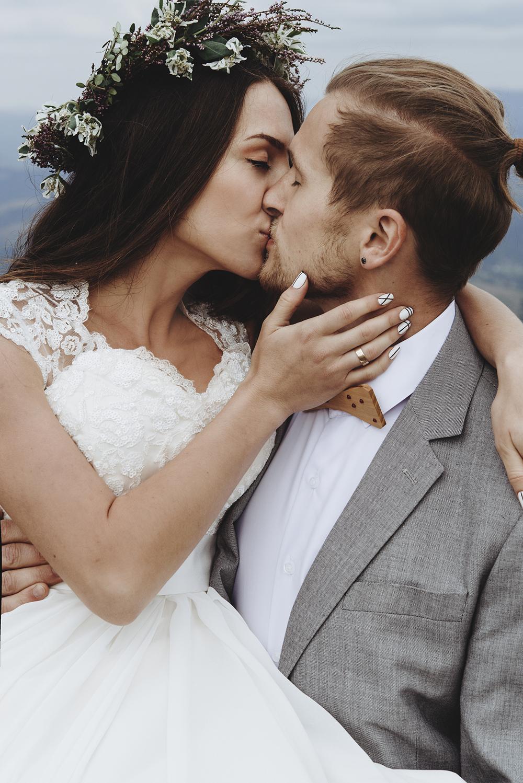 brudpar, kyss, kjol