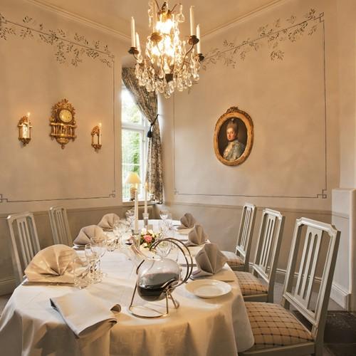 Dukat för bröllopsfest i salongen på Åkeshofs Slott