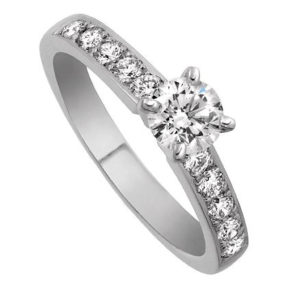 Enstensring Mayfair i 18k vitguld med diamanter på sidorna. Av Juvelerare David Harper.