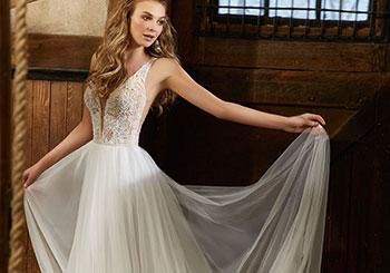 c742bda55833 Hitta drömklänningen hos Wedding Store!