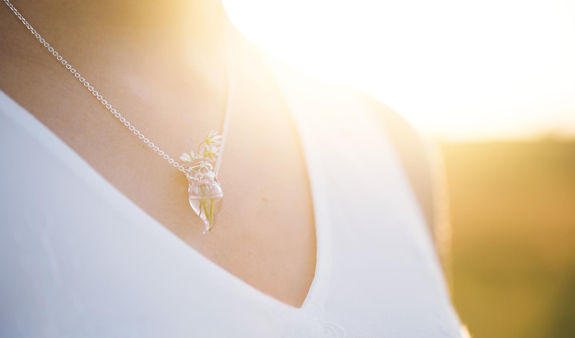 Smycke från Min Zhong